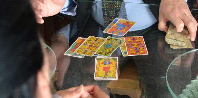 live-tarot-reading